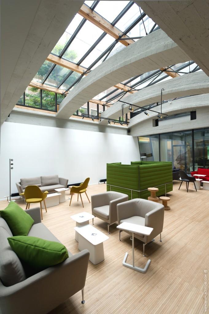 L42 Workspace & Lifestyle
